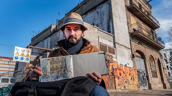 Lil·lustrador francès, davant un dels edificis que aviat desapareixeran.