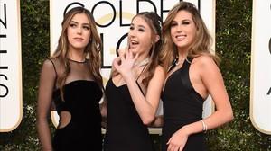 Las tres hijas de Sylvester Stallone, posan en la ceremonia de los Globos de Oro 2017.