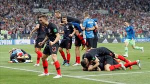 Los jugadores croata celebran la clasificación para la primera final mundialista de su historia