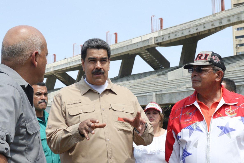 Nicolás Madurodurante la inspección del complejo hotelero de la Bahia de Caraballeda, Venezuela.EFE
