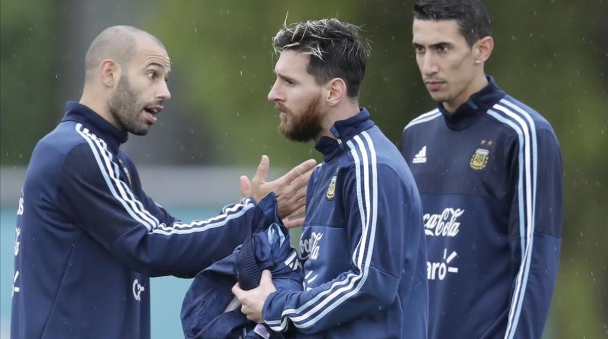 Mascherano, Messi y Di Maria, en el entrenamiento de la selección argentina en Buenos Aires.