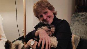 Mercedes Milá junto a su perro Scott.