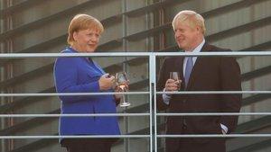 Merkel y Johnson, ayer en la sede de la cancillería en Berlín.