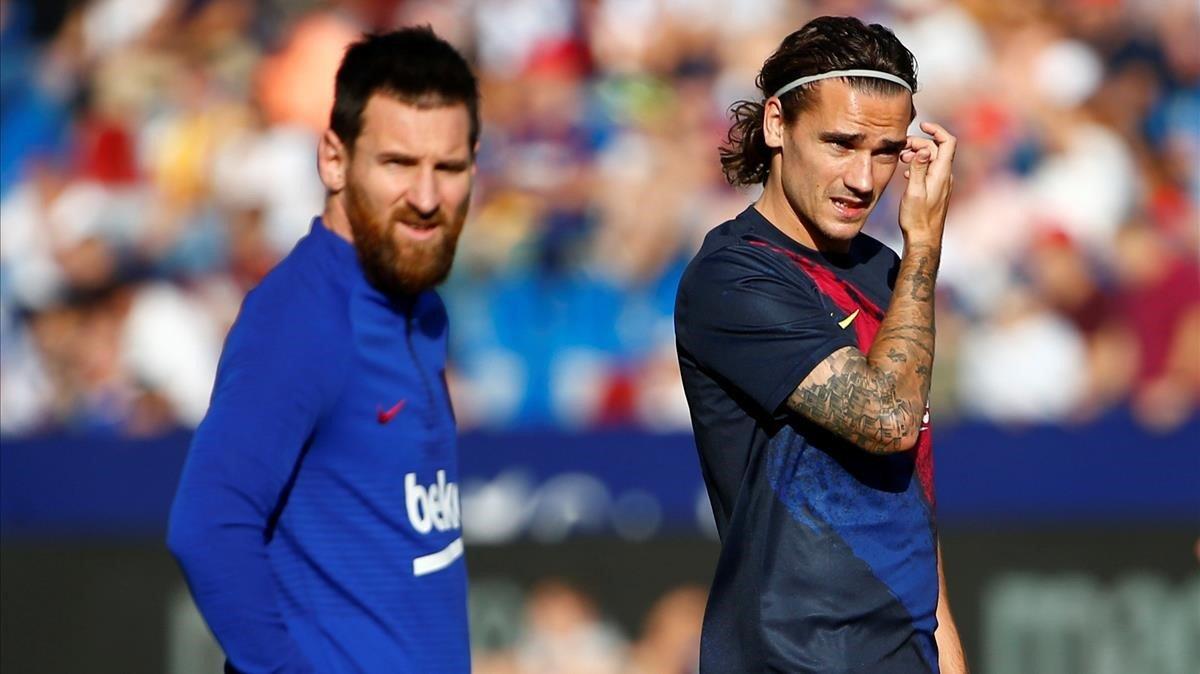 Messi y Griezmann, en el calentamiento del partido contra el Levante.