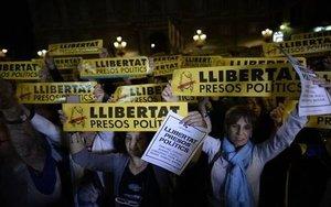 Protestas en México por la condena a prisión a los líderes catalanes.