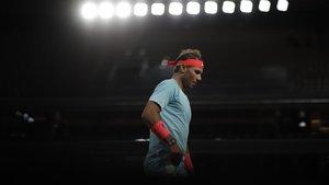 Nadal, durante su partido de madrugada en Roland Garros.