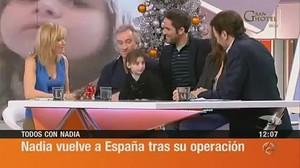 Nadia Nerea y sus padres, en una de sus apariciones en Espejo público de Antena 3 TV.