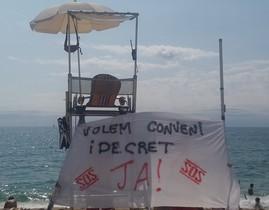 Pancarta de un socorrista de Mataró pidiendo un convenio.