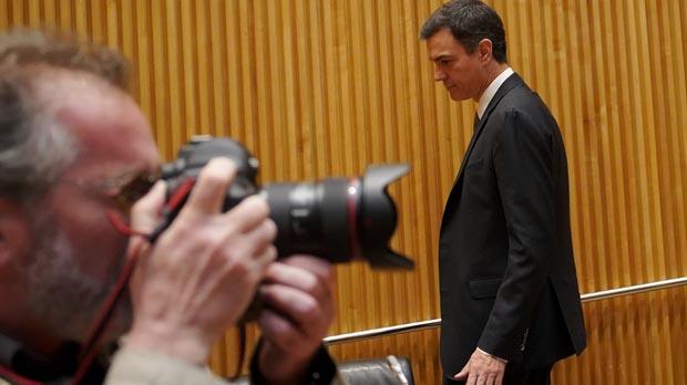 Sánchez inicia los contactos para echar a Rajoy de la Moncloa