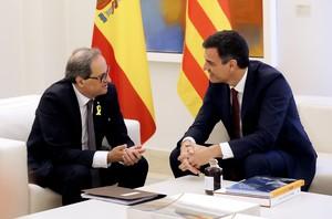El presidente del Gobierno, Pedro Sánchez, y el president de la Generalitat, Quim Torra, durante la reunión en la Moncloa.