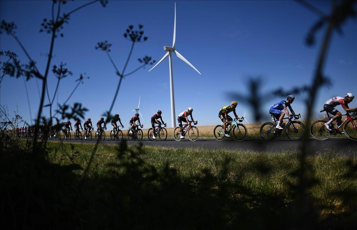 El pelotóndurante la cuarta etapa del Tour de Francia entre Reims y Nancy en el este de Francia.