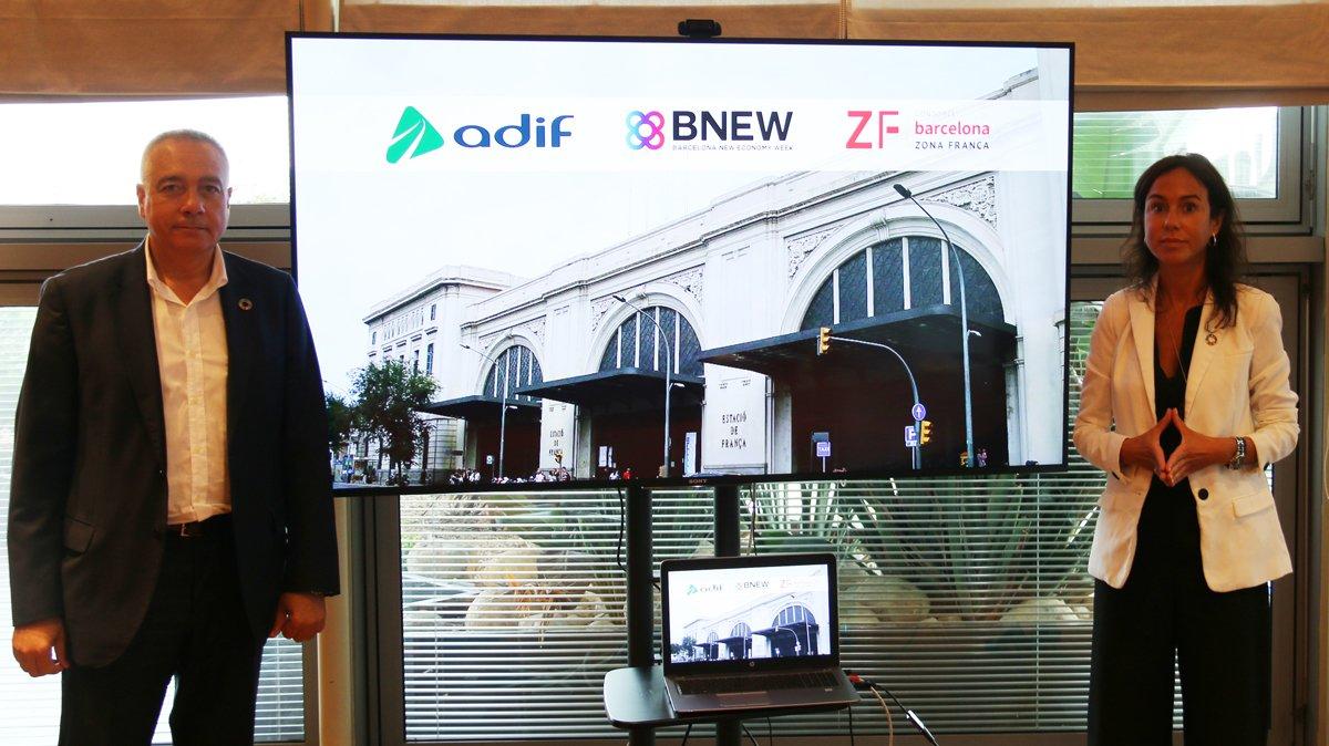 Pere Navarro e Isabel Pardo de Vera, presidenta de Adif, tras la firma del convenio para el BNEW.
