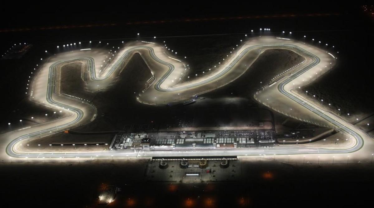 El precioso circuito de Losail, en Doha (Catar), acogerá mañana por la noche el estreno del Mundial de motociclismo.