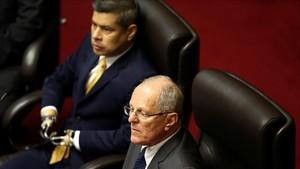 El presidente peruano,Pedro Pablo Kuczynski, en primer plano, en el Congreso en Lima.