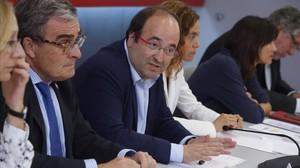 El primer secretario del PSC, Miquel Iceta, junto a Àngel Ros,en la ejecutiva del partido.