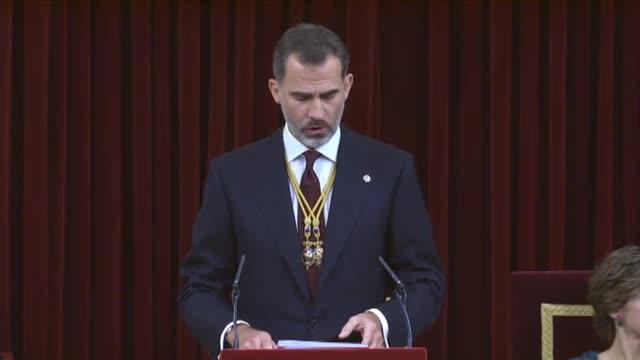 El Rei ha assegurat que avui, durant el seu discurs d'obertura de les Corts, que la crisi de governabilitat s'ha resolt amb diàleg i generositat. Els interessos generals han estat molt presents en la seva solució, ha dit.
