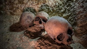 Restos humanos hallados en un cementerio de sacerdotes del siglo IV a.C, en la provincia egipcia de Minia.