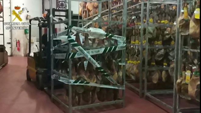 Retiradas más de 4.000 paletas de cerdo con etiqueta falsa de ibérico.