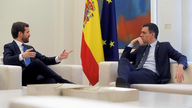 Reunión entre Pedro Sánchez y Pablo Casado en La Moncloa.