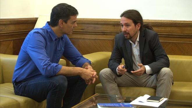 Reunión entre Pedro Sánchez y Pablo Iglesias, en junio del 2017, en el Congreso de los Diputados.