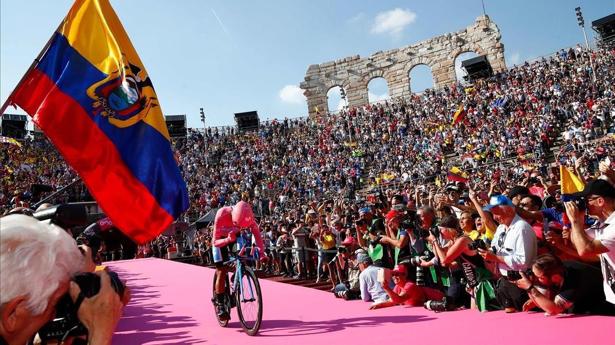 Richard Carapaz, tras cruzar la meta de la contrarreloj final del Giro.