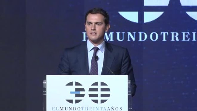 Rivera propone crear una asignatura obligatoria sobre la Constitución Española.