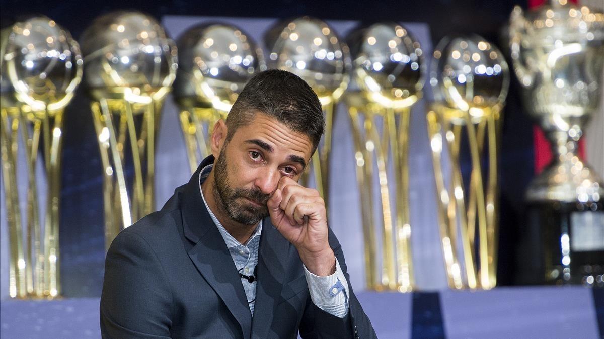 Navarro se emociona en su despedida como jugador del Barça, este viernes en el auditorio del club azulgrana.
