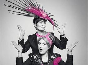 Sharon y Kelly Osbourneprotagonizan una campaña contra el cáncer de mama y útero, en Reino Unido.
