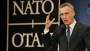 Stoltenberg gesticula durante la presentación del informe anual de la OTAN correspondiente al 2017, el 15 de marzo, en Bruselas.