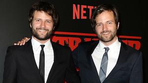 Ross y Matt Duffer, creadores de la serie de Netflix Stranger things.