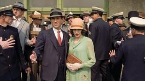 Angelina Jolie es Christine Collins, yJeffrey Donovan, el odioso capitán de policía J.J. Jones, en lapelícula El intercambio.