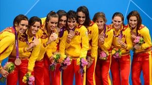 Thaïs Henríquez (en el centro, la más alta), con el equipo que ganó el bronce olímpico en Londres 2012.