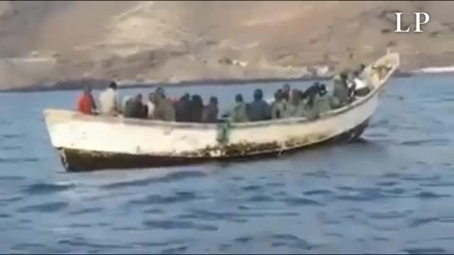Una patera llega a Tenerife con 21 inmigrantes a bordo.