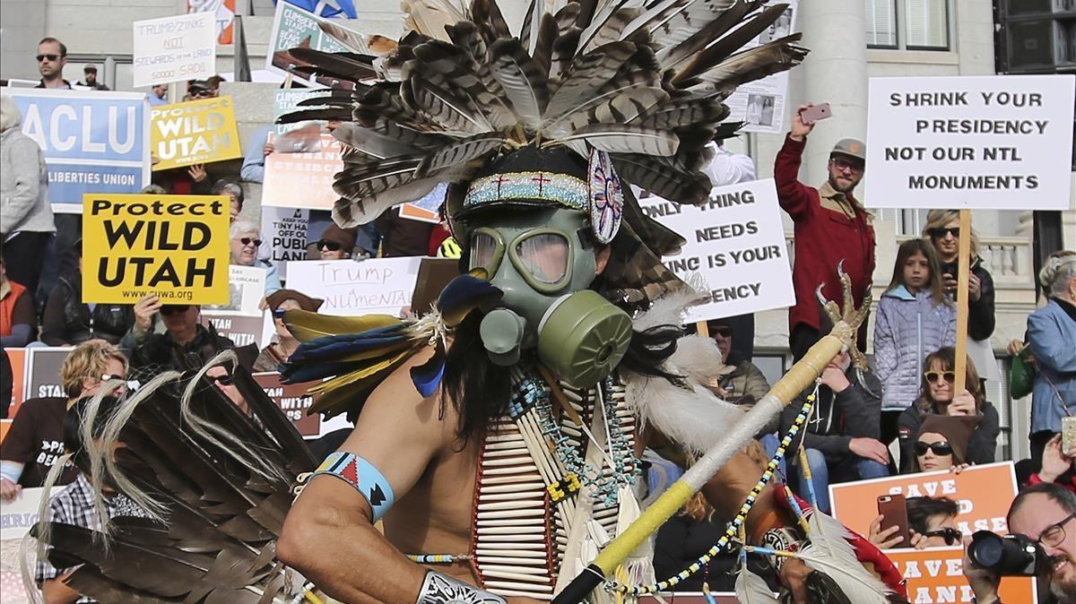 Protesta contra la desprotección de dos monumentos nacionales en Utah aprobada por Donald Trump, en Salt Lake City.
