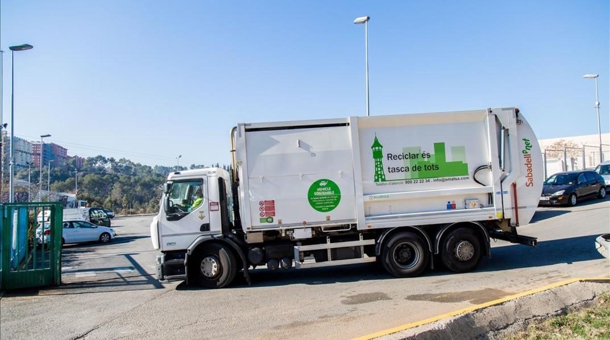 Un vehículo de la empresa de residuos SMATSA.