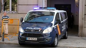El vehículo de la Policía Nacional en el que Forn ha sido trasladado al Supremo.