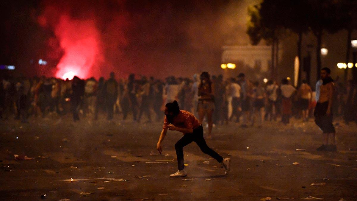 Disturbis, saquejos i un mort a França en la festa del Mundial