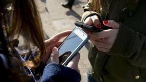 Els mòbils, els nous ulls dels joves