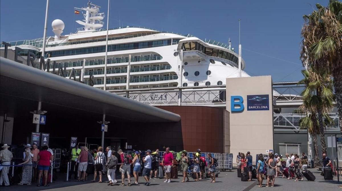 Cruceristas en el Port de Barcelona.
