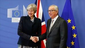 El presidente de la Comision Europea,Jean-Claude Juncker,recibe a la primera ministra britanica,Theresa May.