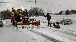 Imatges de la força del temporal 'Ana' al seu pas per Europa