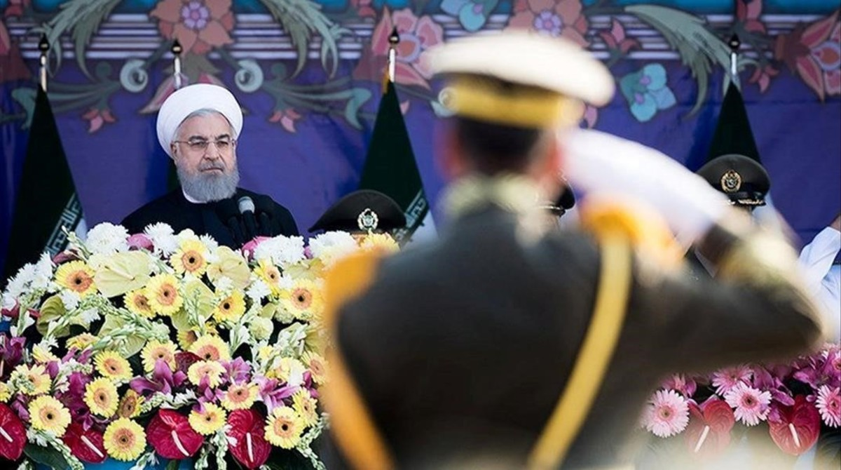 El presidente iraní, Hasán Rohaní, durante un desfile militar en Teherán.