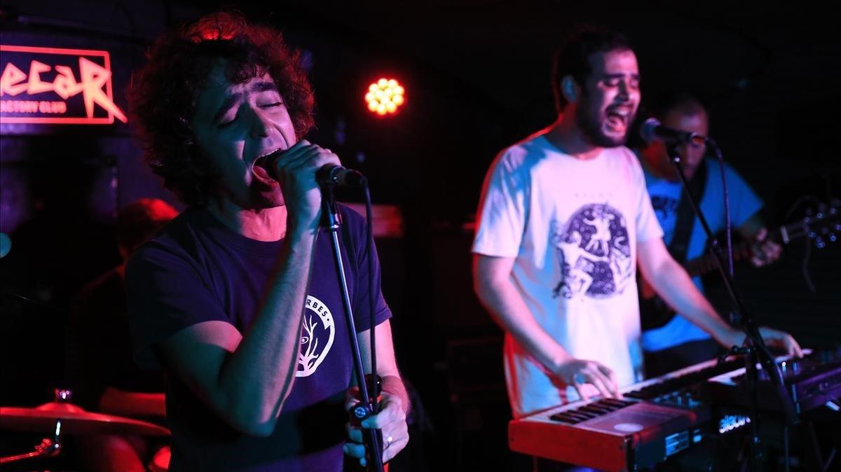 Els Surfing Sirles: la bèstia del rock català reneix amb éxit a Sidecar