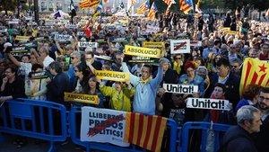 Manifestación soberanista en la plaza de Catalunya de Barcelona, este miércoles.