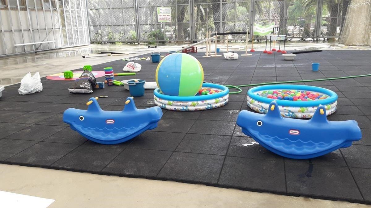 Espacio infantil de juegos de agua en el parque Joan Miró.