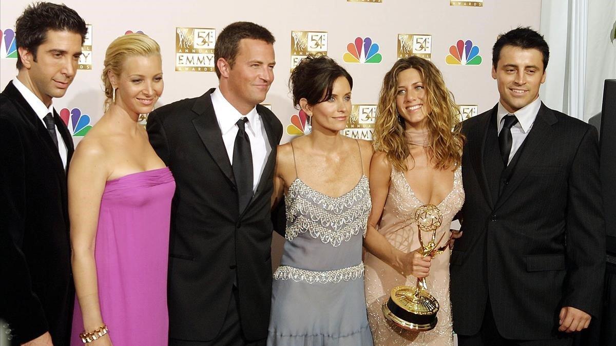 Los protagonistas de la serie 'Friends', en la entrega de los premios Emmy del 2002. De izquierda a derecha,David Schwimmer,Lisa Kudrow,Mathew Perry,Courtney Cox,Jennifer Aniston y Matt LeBlanc.