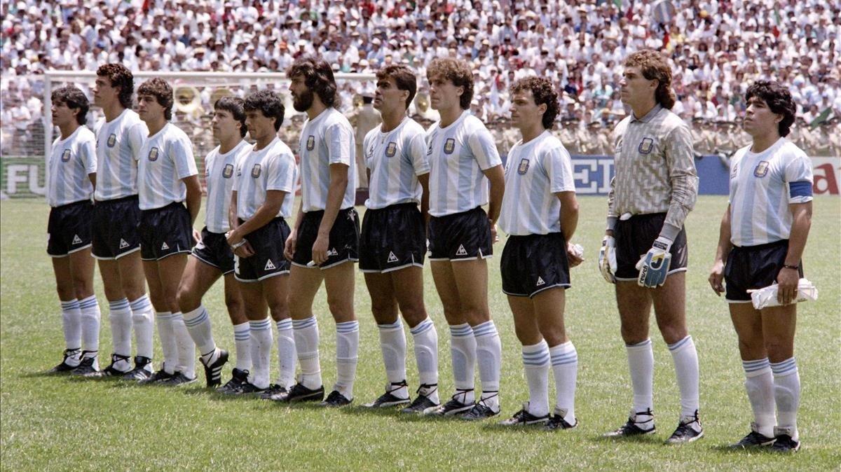 Campeones del Mundial 86: Burruchaga, Valdano, Giusti, Olarticoechea, Héctor Enrique, Batista, Brown, Ruggeri, Cuciuffo, Pumpido y Maradona.
