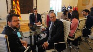 Imagen de la mesa de diálogo Gobierno-Generalitat, con Pedro Sánchez y Quim Torra.