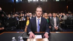 Zuckerberg, ante la comisión del Senado donde se apresta a testificar, en Washington, el 10 de abril.