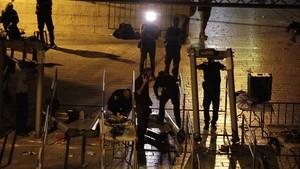zentauroepp39437503 israeli police officers dismantle metal detectors outside th170725091443